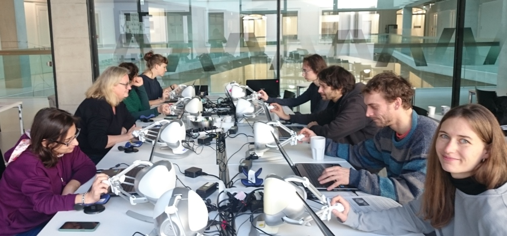 Anarkik3DDesign workshop at University for the Applied Arts, Vienna 2019: 8 people enjoying this new touchy-feely way of digitally 3D modelling